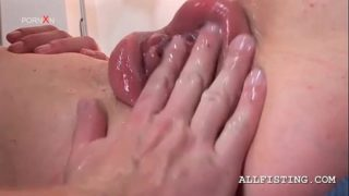 Kinky Babe Gets Her Pink Pumped Cunt Fisted Nasty